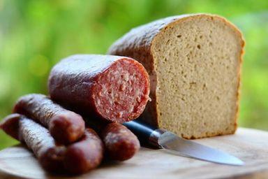 Morador do Oeste, que consumiu salame misturado com corpo estranho, será indenizado.