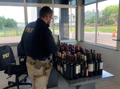 PRF apreende 105 garrafas de vinho argentino importadas irregularmente na BR 282 no Oeste
