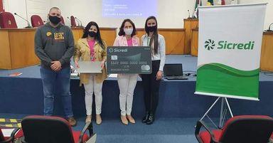 Rede Feminina de Combate ao Câncer de Jaborá adquire notebook através de doação do Sicredi