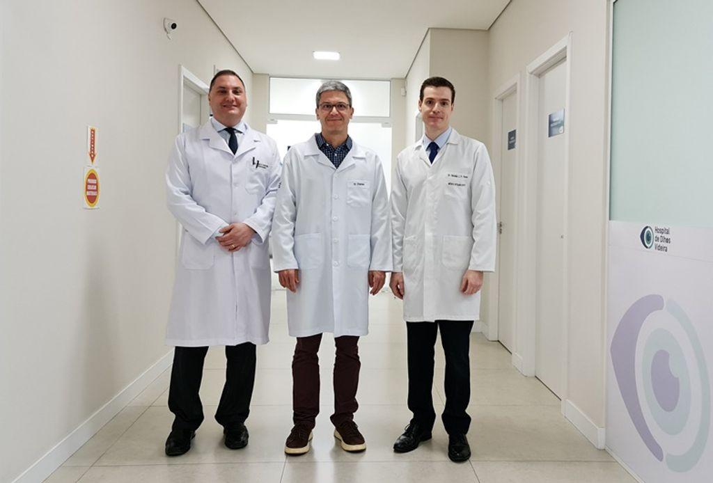 Da esquerda para direita: Dr. Mario, Dr. Charles e Dr. Nicolas.