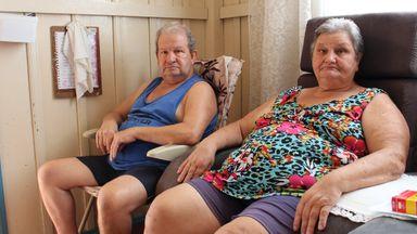 Dona Verenice, 62 anos, e seu José, 65, apelam por ajuda