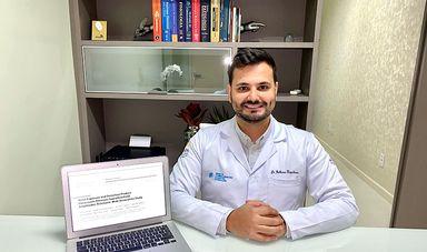 Otorrinolaringologista e professor do Curso de Medicina, Guilherme Kasperbauer.