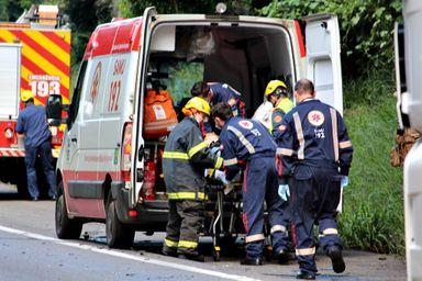 Acidente envolve três veículos e deixa vítima ferida na BR-282 em Herval