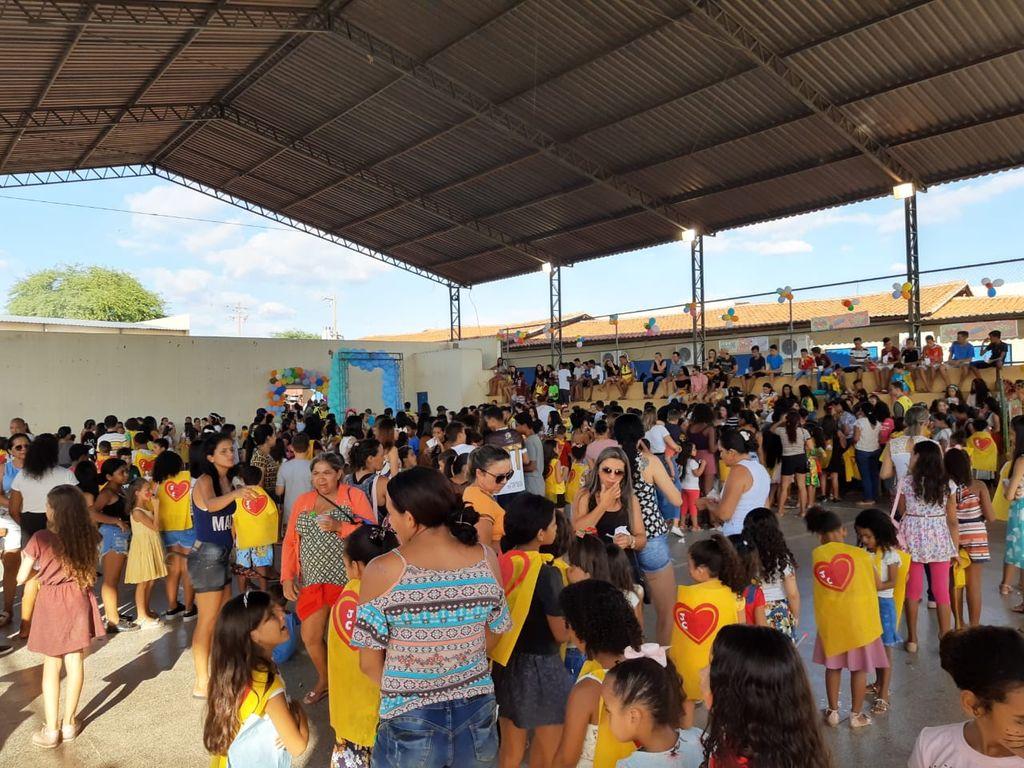 460 crianças presentes na festa de encerramento no último dia.