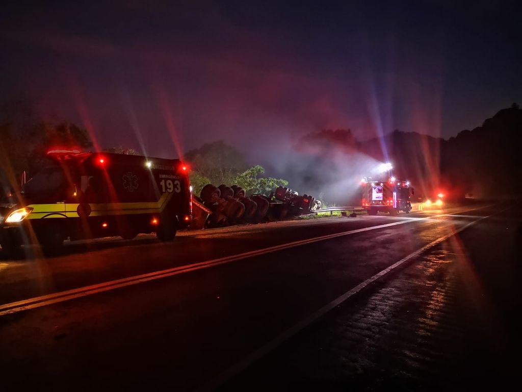 Acidente ocorreu na BR-282 em Saudades — Foto: PRF/ Divulgação