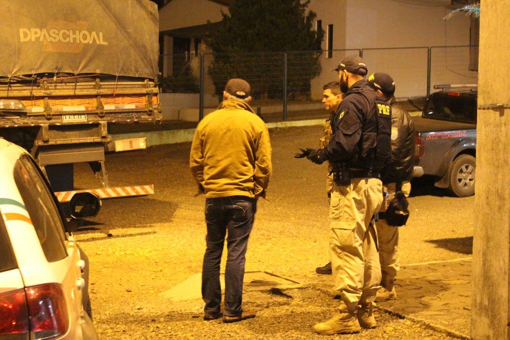 O motorista do caminhão foi encontrado em um posto de combustíveis em Erval Velho.