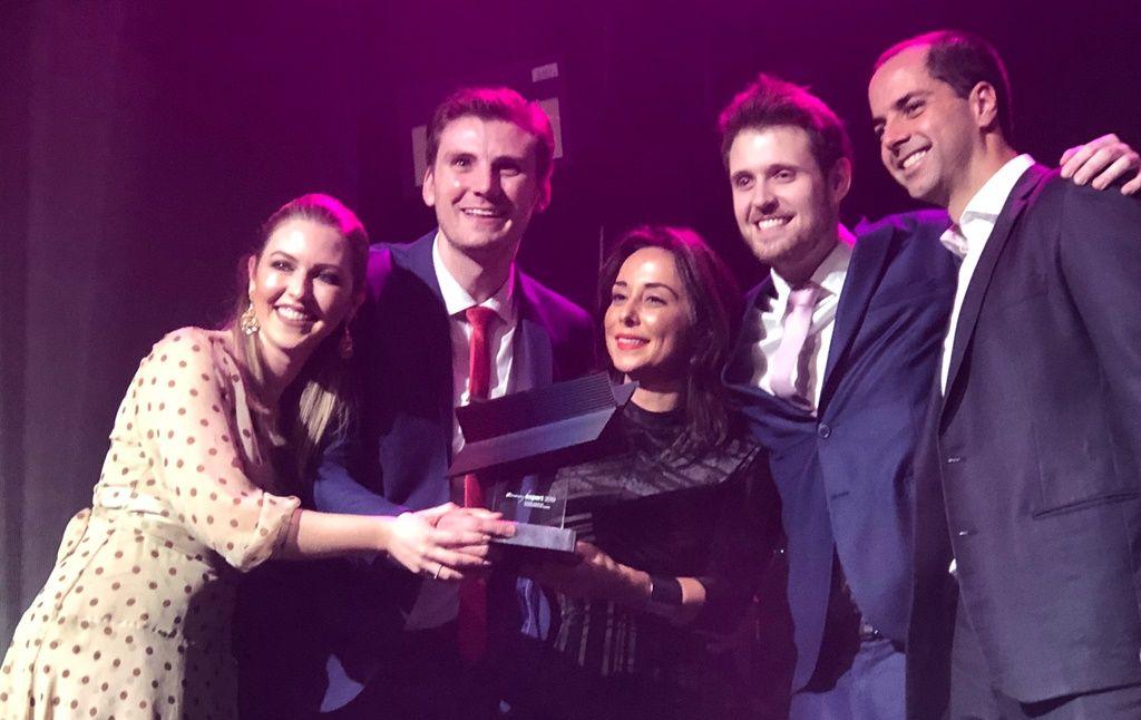 Marcelo, Schaila Bucco e Zyg Vesoloski recebem a premiação