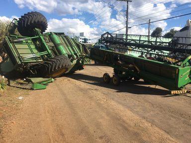 Assista! Acidente impressionante com colheitadeira é flagrado por câmeras de segurança