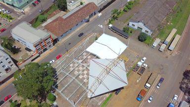 Estrutura começou a ser montada (Foto aérea: Levi Garcia)
