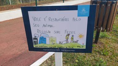 Alunos desenvolvem campanha para conscientizar população sobre higiene com os animais no Parque Municipal