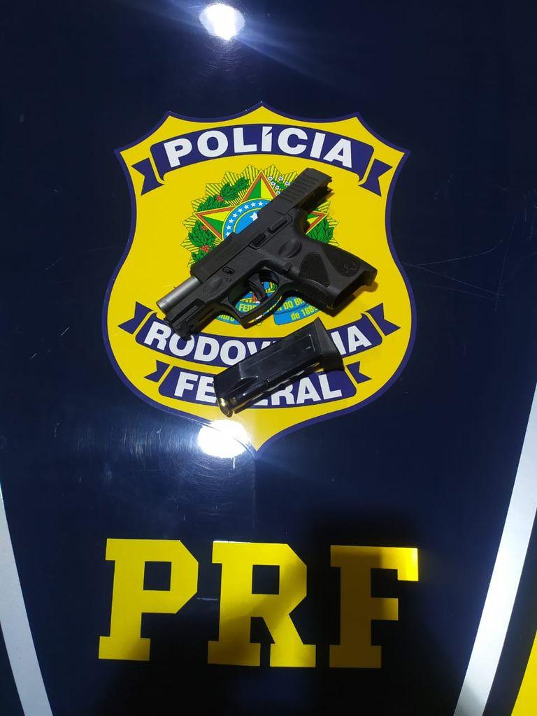 PRF apreende armas e munições em veículos na BR 470 em Campos Novos e BR 280 em Canoinhas