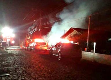 Incêndio na madrugada destrói casa em Ibicaré