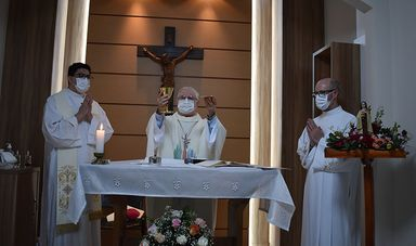 Hust celebra o dia de Santa Teresinha com missa e benção de rosas e do hospital