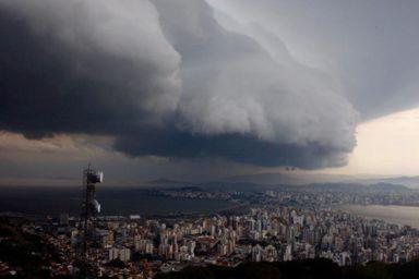 Temporal passa por Florianópolis – Foto: Flávio Tin/ND