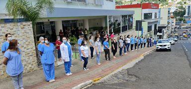 Assista! Mobilização apoia profissionais de Saúde e famílias das vítimas da Covid-19