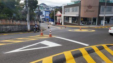 Prefeitura de Joaçaba instala rótula na Duque de Caxias com a rua Coronel Artur Pereira