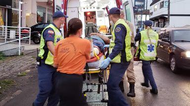 Motorista provoca acidente na Santa Terezinha e foge, deixando motociclista ferido