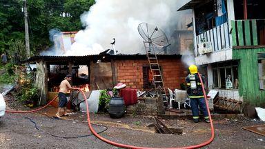 Incêndio atinge casa na Vila Cachoeirinha em Joaçaba