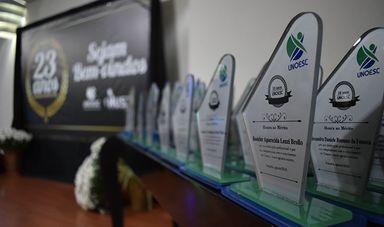 Colaboradores da Unoesc e do HUST são homenageados pelo tempo de serviços prestados