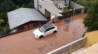 Situação na Rua Tiradentes, em Joaçaba (Foto enviada por leitores)