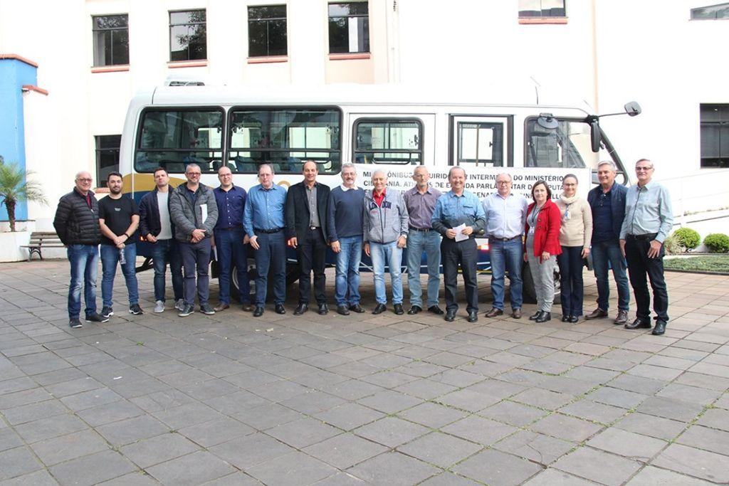 Secretaria de Assistência Social de Joaçaba recebe Micro-ônibus por meio de emenda parlamentar