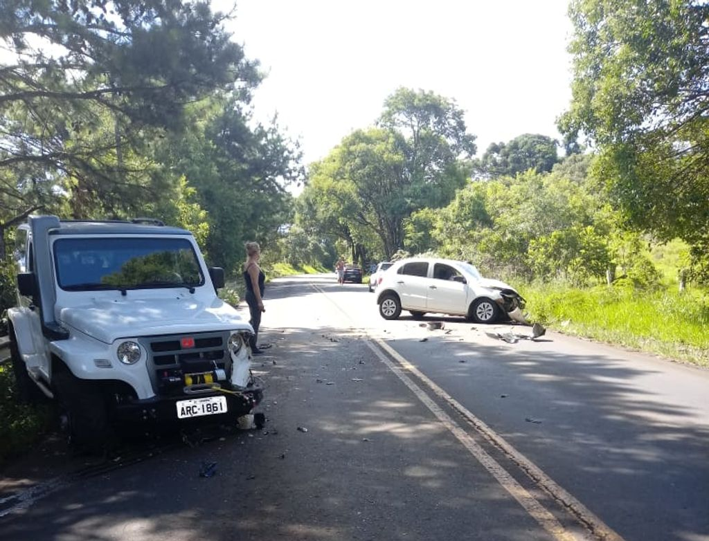 Acidente na SC 150, em Luzerna, deixa motorista preso as ferragens