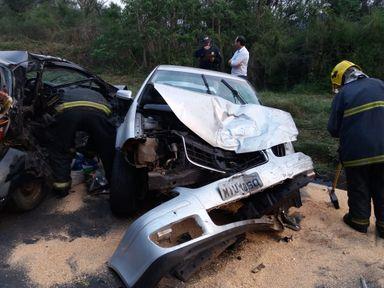 Acidente envolvendo três carros acontece na curva do Passat em Herval d´Oeste