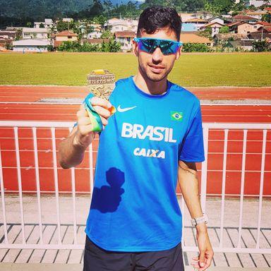 Douglas Silva é medalhista no Catarinense Adulto de Atletismo
