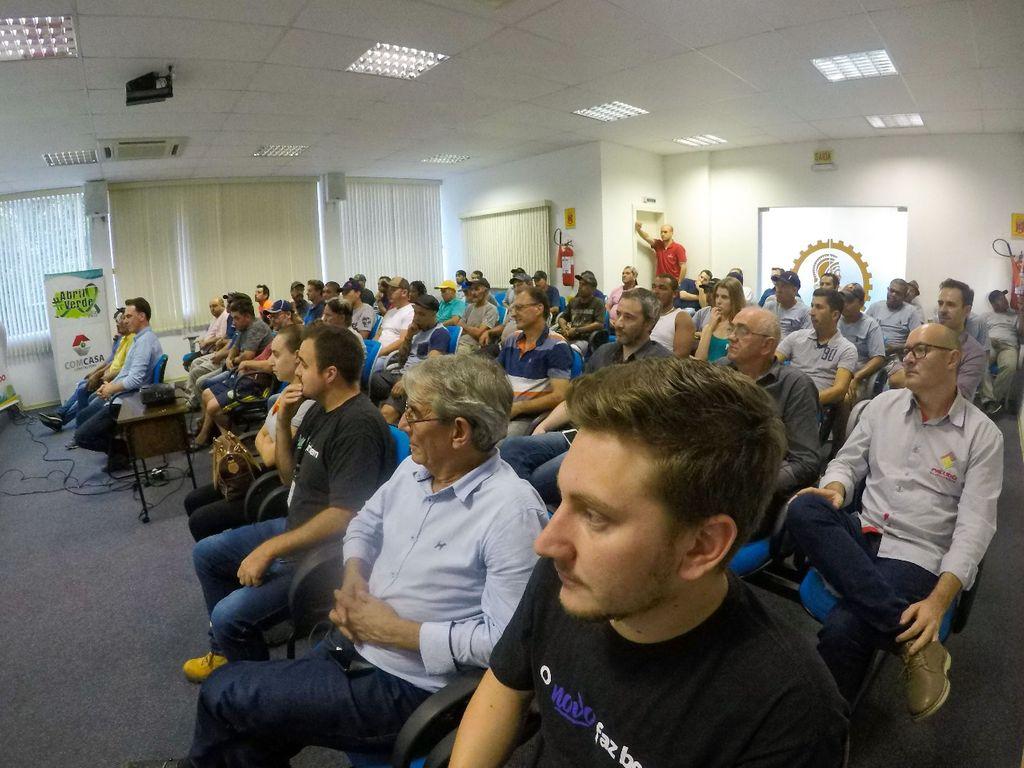 Público reunido no Auditório do CREA/SC em Joaçaba