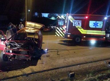 Acidente entre caminhão e carro deixa duas vítimas graves