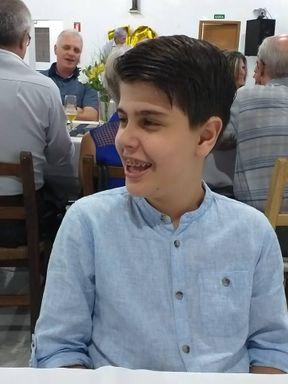 Hendric Felipe Weber Schulz, de 13 anos, precisa de ajuda para fazer a cirurgia.