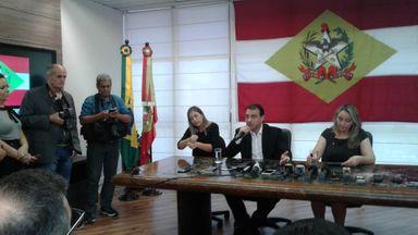 Governador de SC em coletiva sobre medidas para 2019 — Foto: Júlio Ettore/NSC TV