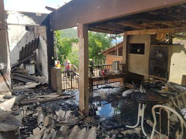 Gestante pula janela de aproximadamente 3 metros para escapar de incêndio em Tangará