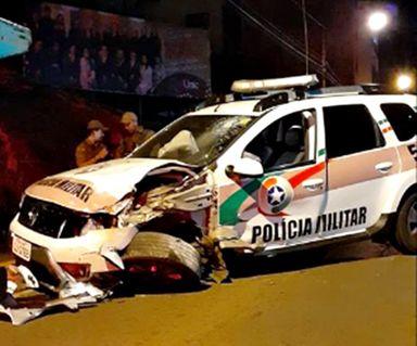 Viatura da PM se envolve em acidente no centro de Joaçaba.
