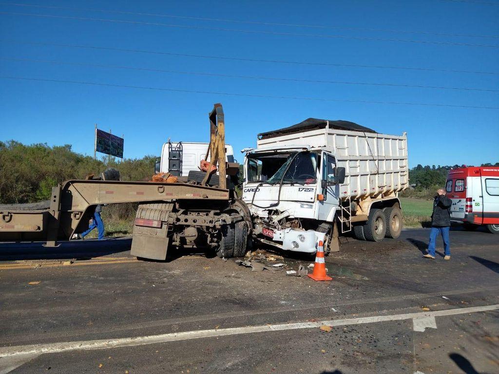 Acidente envolvendo dois caminhões é registrado no entroncamento das BRs-282 e 470