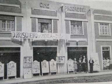 Na faixa é possível ver que o filme exibido era O Prisioneiro de Zenda, de 1937.
