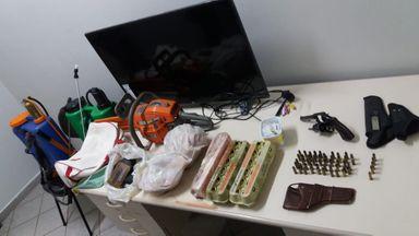 Objetos e produtos recuperados pela PM.
