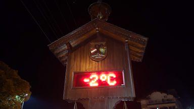 A temperatura deverá novamente ser negativa na região, como neste registro em Treze Tílias no mês de julho.