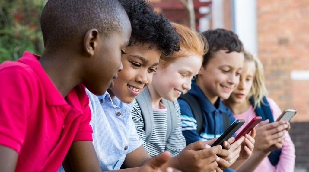 Como evitar que as redes sociais prejudiquem a saúde mental de crianças e adolescentes