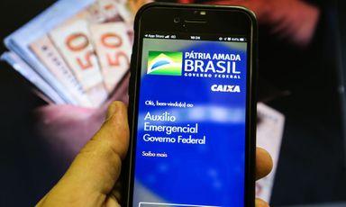 Nascidos em abril recebem hoje R$ 1,4 bi de auxílio emergencial