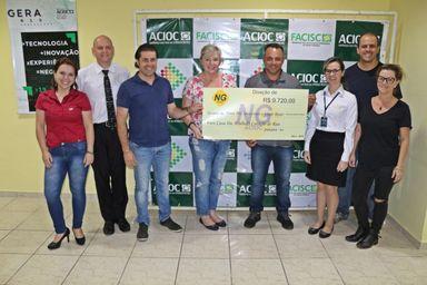 A entrega do cheque simbólico foi realizada com a participação dos integrantes do NG