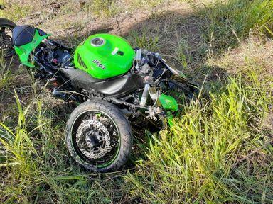 Motociclista de 26 anos fica ferido em acidente na SC 135