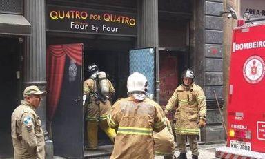Bombeiros tentam controlar chamas na Quatro por Quatro Foto: Reprodução