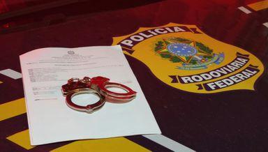 PRF prende motorista com mandado de prisão ativo na BR 153, em Concórdia