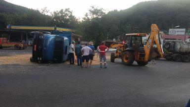Caminhões batem na ponte de Ibicaré