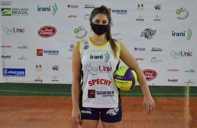 Atleta formada na AJOV é contratada pela Amavolei de Maringá