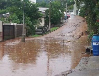 Assista! Moradores de Joaçaba e Herval sofrem com o abandono das prefeituras em dias de chuva