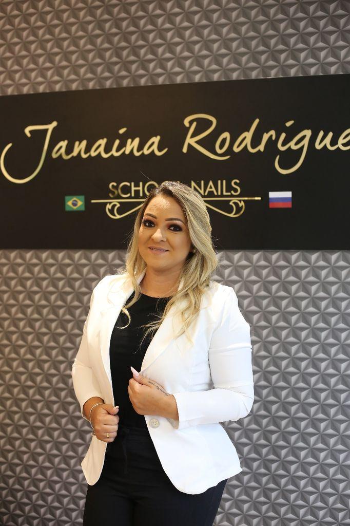 Janaina Rodrigues hoje é conhecida como a Rainha do Acrílico. (Foto: Ladimara Teixeira)