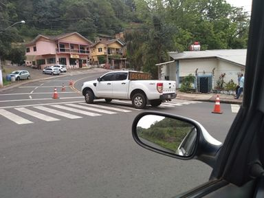 Sinalização de obra causa curiosidade em Joaçaba