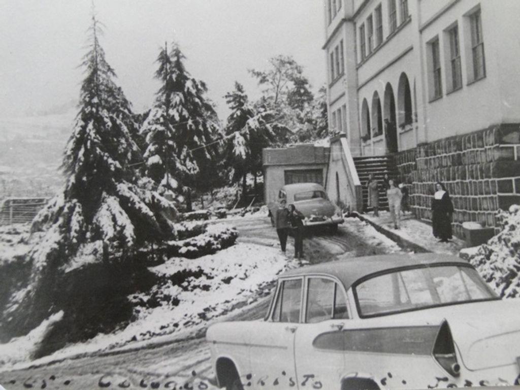 Neve em frente ao Colégio Cristo Rei